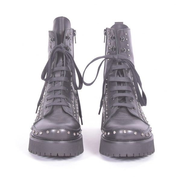 studded combat boots Frente