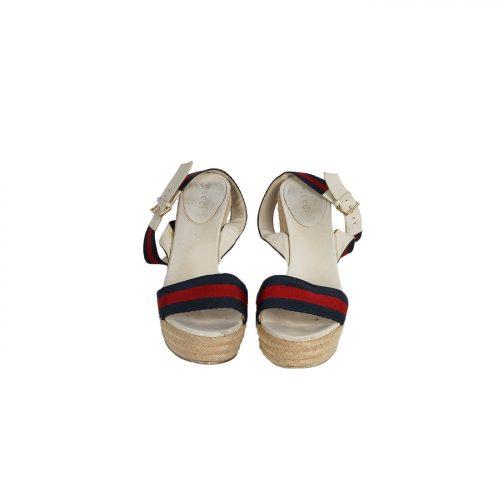 Sandálias Em Cunha Frente