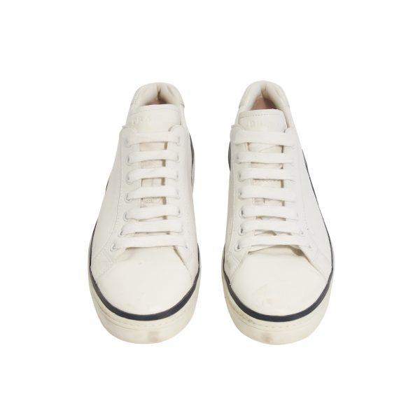 Sneakers: Frente